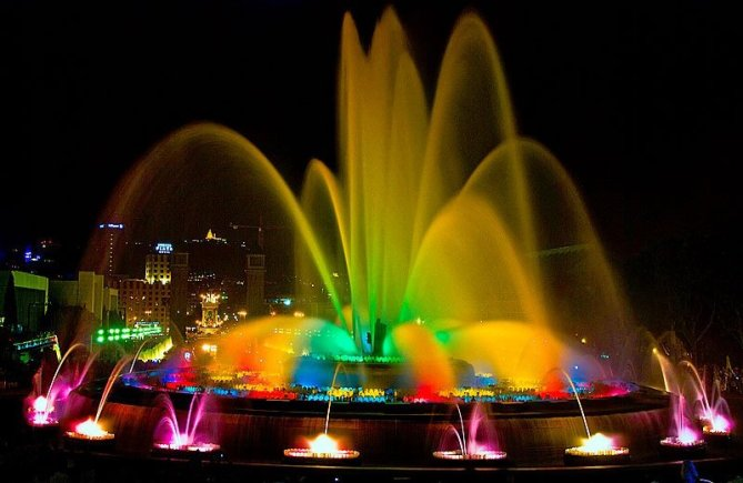 What we missed at the Magical Fountains of Montjuïc. Photo courtesy of welcome-to-barcelona.com